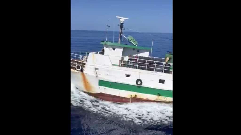 Lampedusa, peschereccio tunisino fugge all'Alt: la Guardia di Finanza apre il fuoco