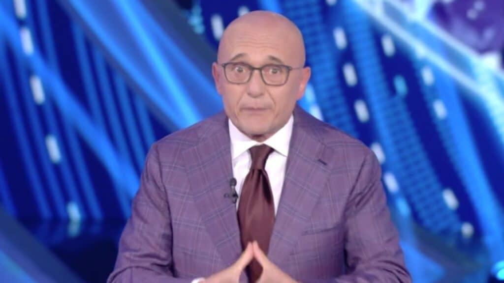 Il nuovo concorrente del GfVip lo svela Signorini: sarà uno sportivo gay