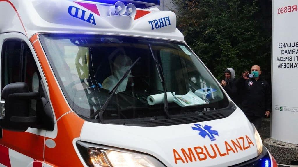 pazienti in arrivo all'ospedale fiera di milano