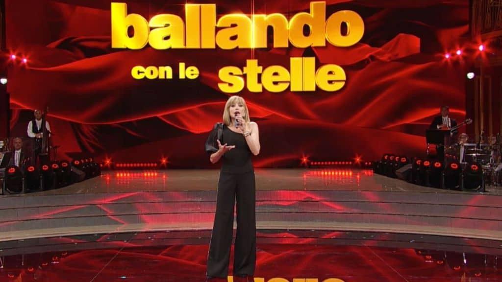 Ballando con le stelle 2020, Milly Carlucci blocca tutto: il comunicato