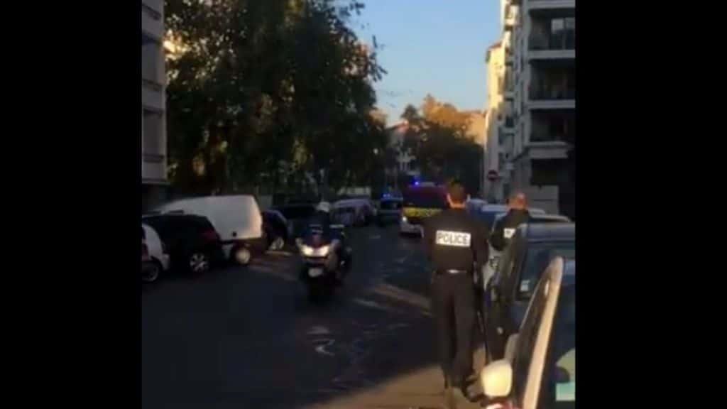 polizia francese sul luogo dell'attacco a Lione