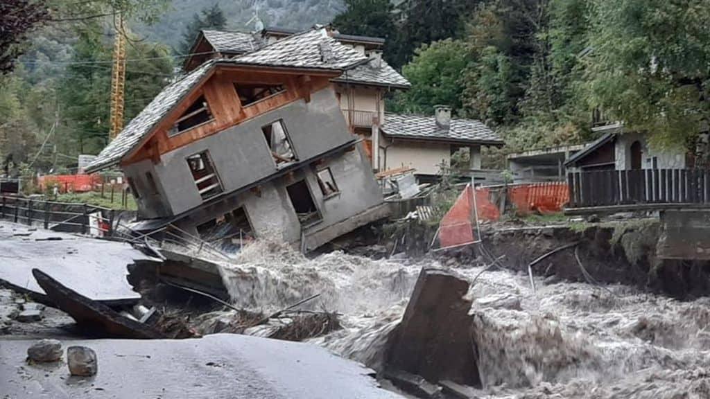 Maltempo al Nord Italia: strade allagate, città sommerse dal fango, disagi dalla Liguria al Piemonte