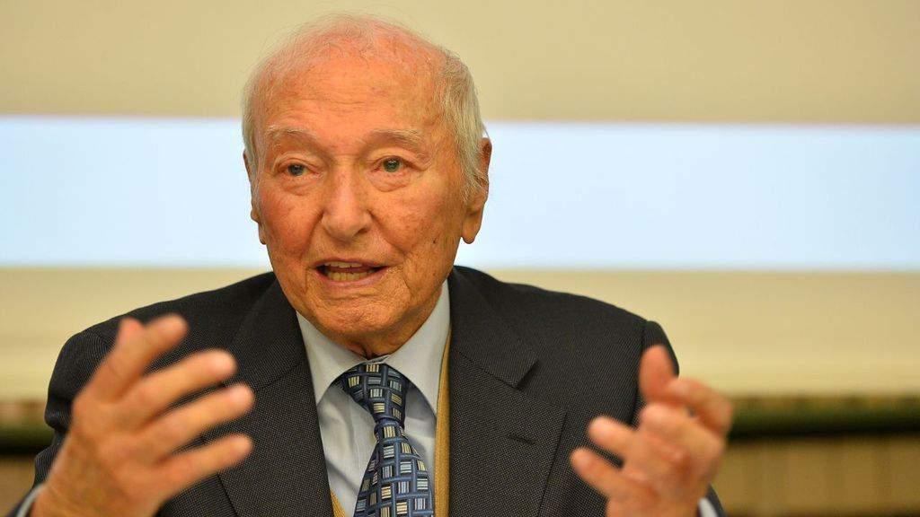 Piero Angela durante un convegno