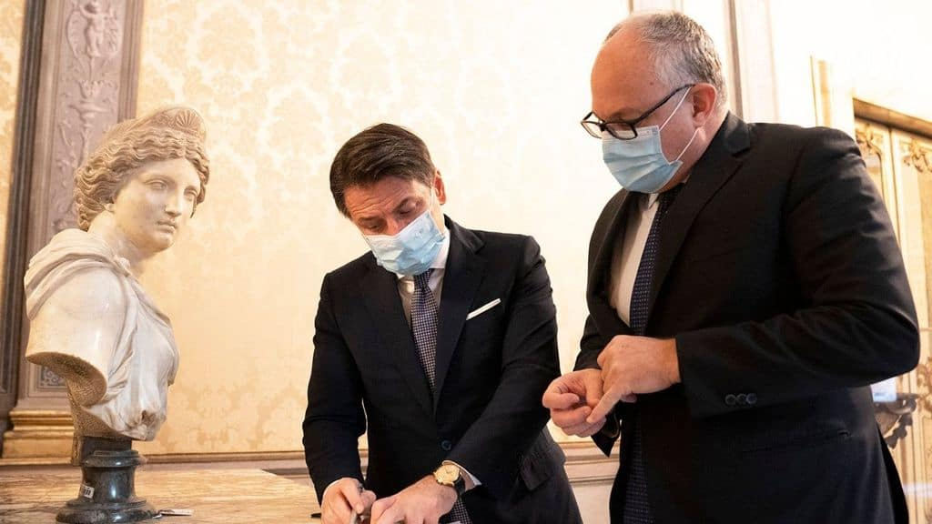 Il Presidente del Consiglio Conte e il ministro dell'economia Gualtieri
