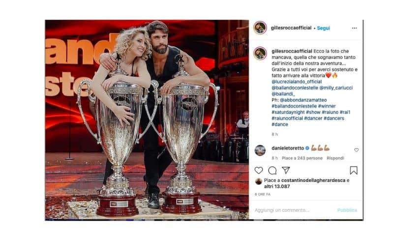 Gilles Rocca e Lucrezia Lando con le coppe di Ballando con le stelle