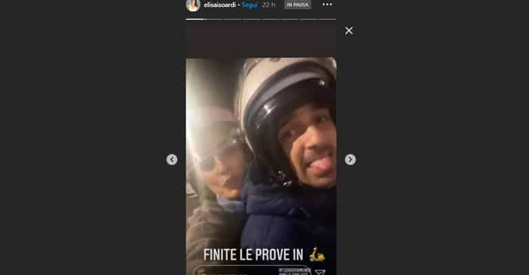 Elisa Isoardi e Raimondo Todaro vanno in giro in motorino per le strade di Roma