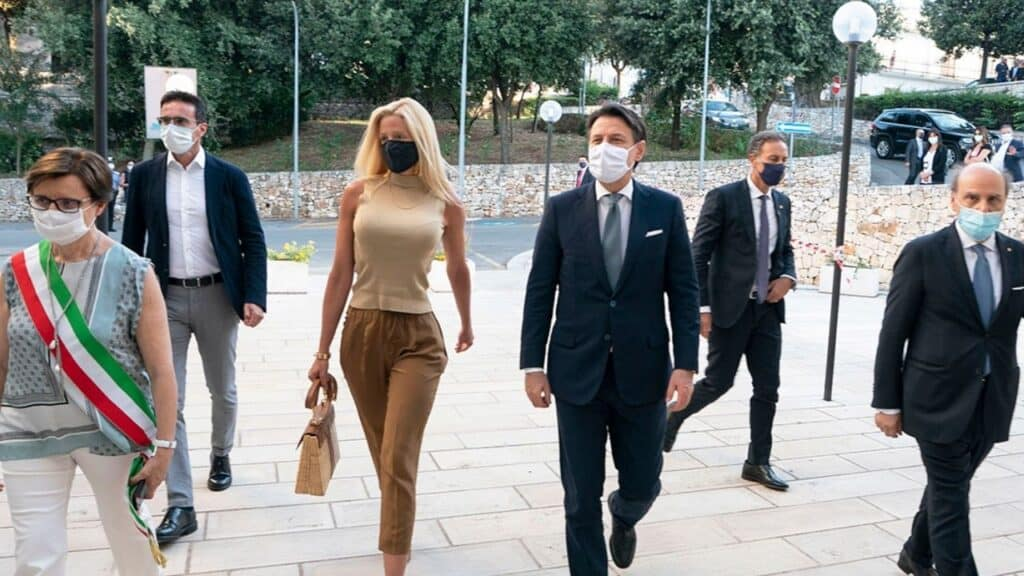 Scorta e auto blu alla compagna di Conte, Olivia Paladino: la procura apre un'indagine