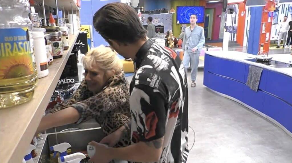Lo sfogo di Maria Teresa Ruta mentre lava i piatti