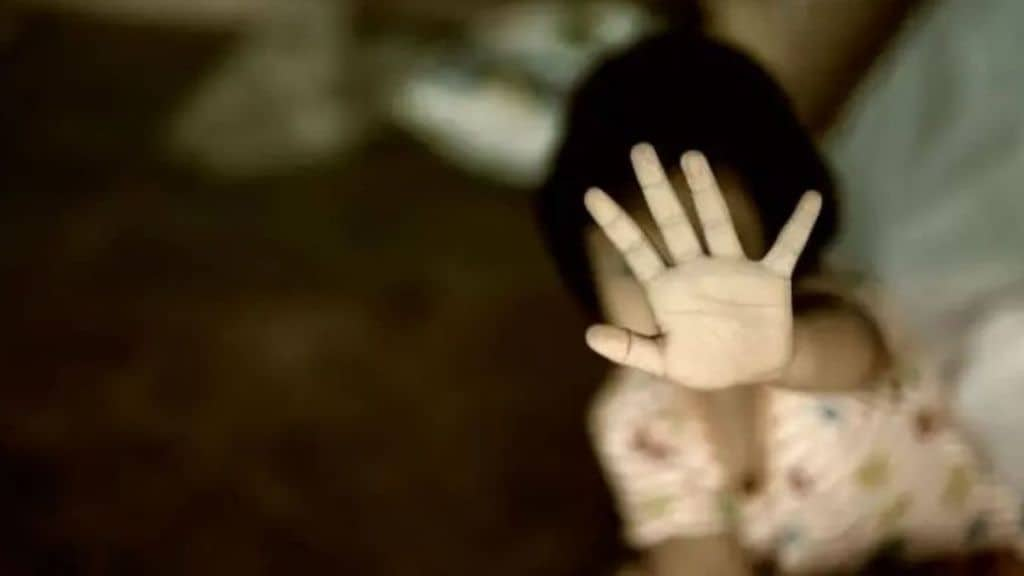bambina abusi violenza minori