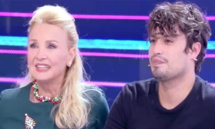 Barbara Bouchet a Domenica Live con il figlio