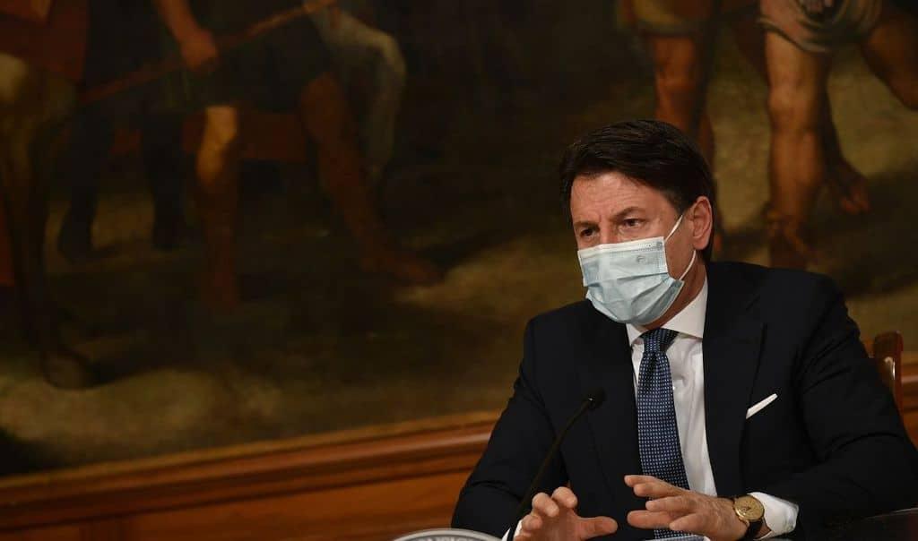 Il Presidente del Consiglio Conte durante la presentazione del nuovo decreto