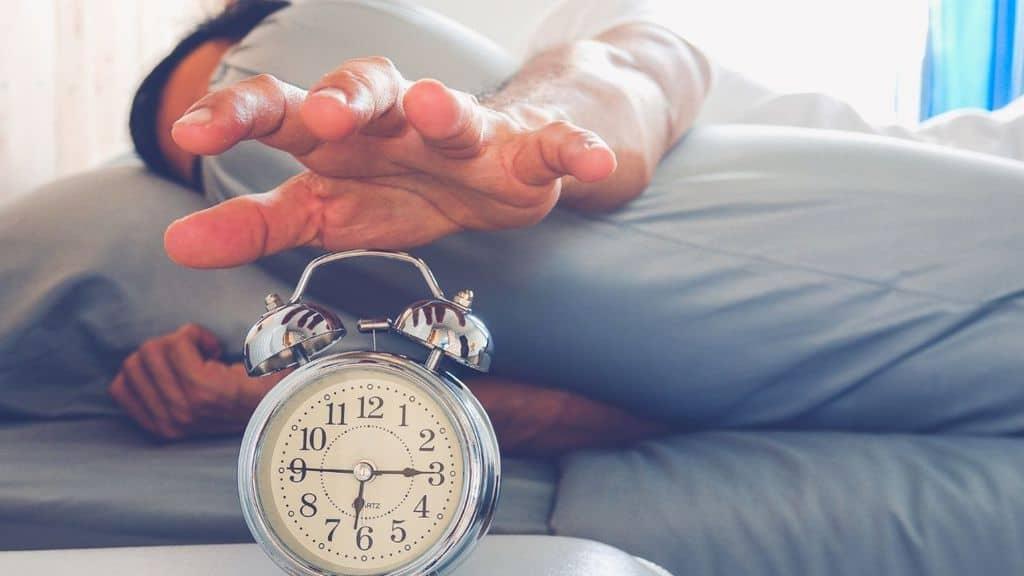 Perché ci svegliamo prima della sveglia