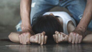 Donna vittima di violenza sessuale