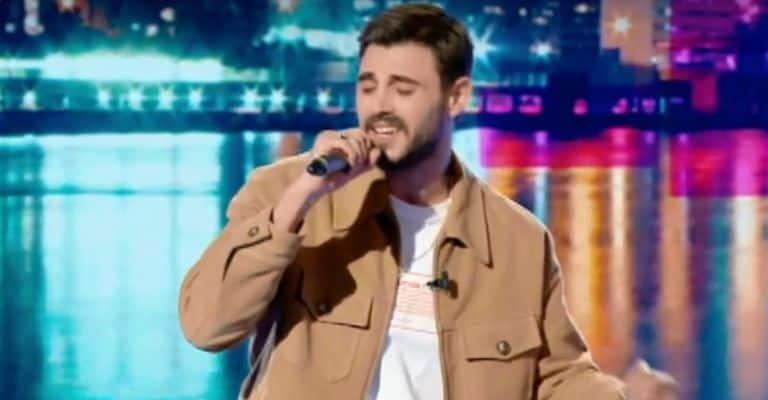 Francesco Monte canta a verissimo