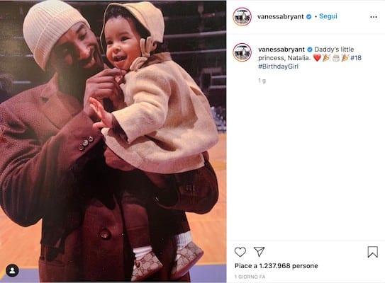 Kobe Bryant con in braccio la figlia Natalia