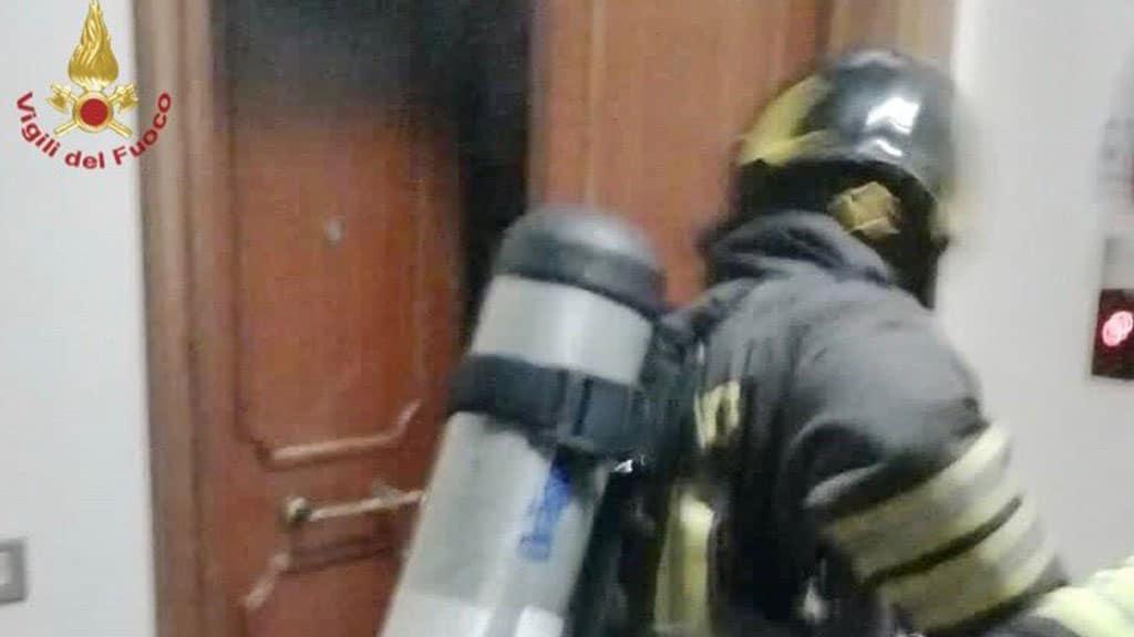 Vigili del fuoco per l'incendio a casa di Sirio
