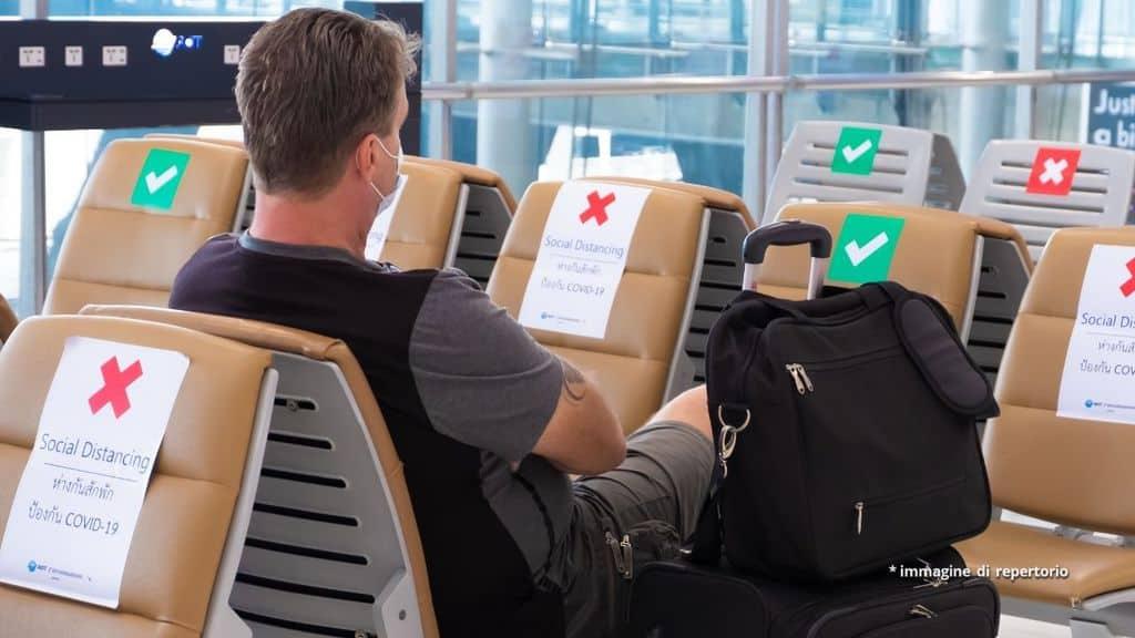 Misure anti-covid in un aeroporto