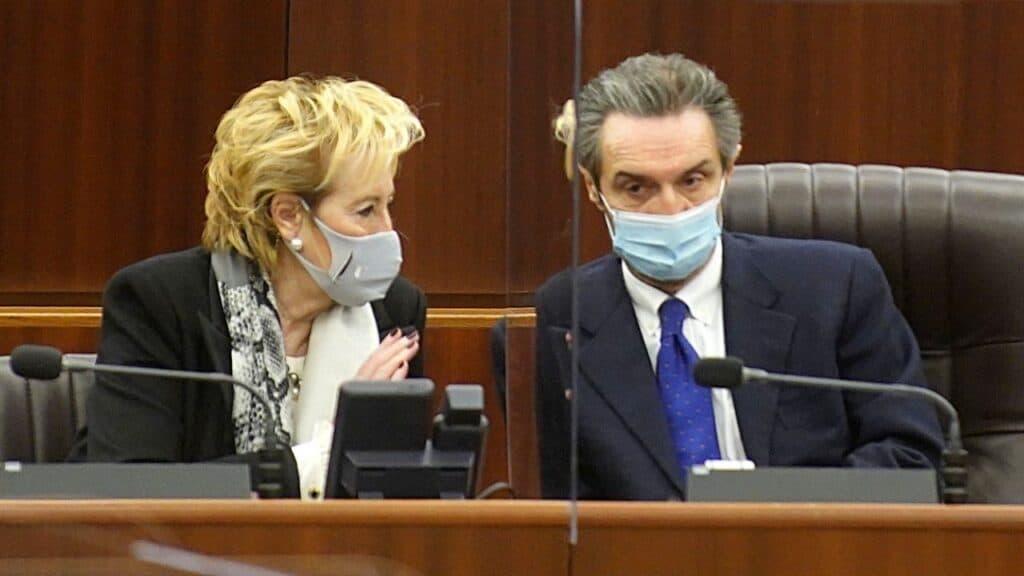 Lombardia contro il governo sui dati: i commercianti presentano il conto a Fontana