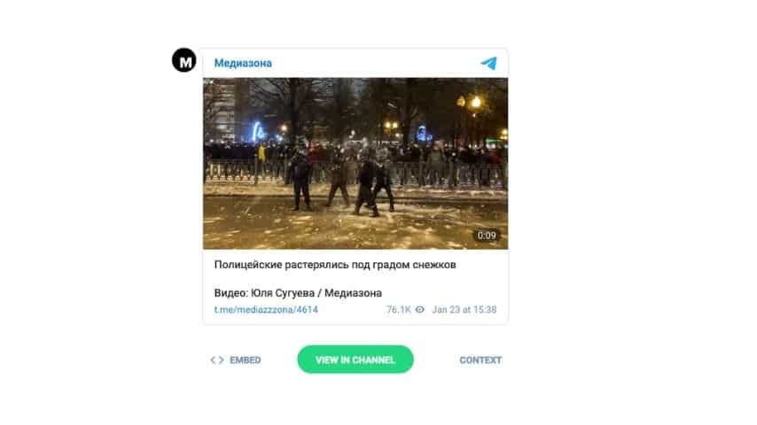 در جریان اعتراضات ، افسران برف گرفتند