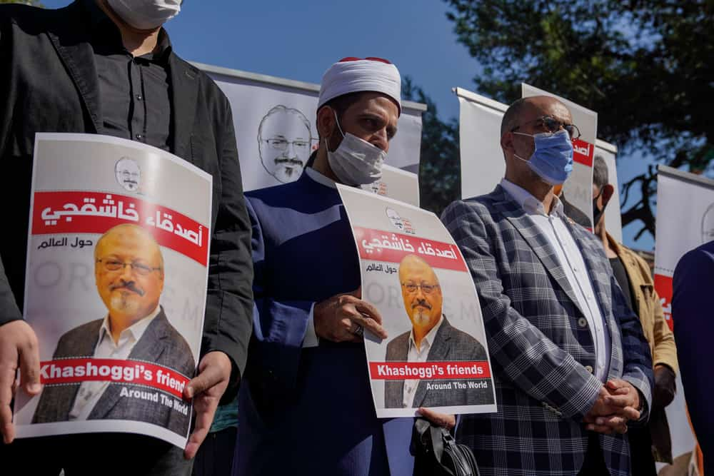Manifestazioni per la morte di Jamal Khashoggi davanti l'ambasciata saudita a Istanbul