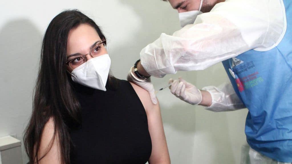vaccino covid iniezione