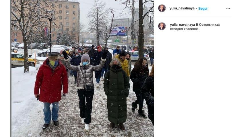 Yulia Navalnaya durante la marcia verso il carcere Tishina