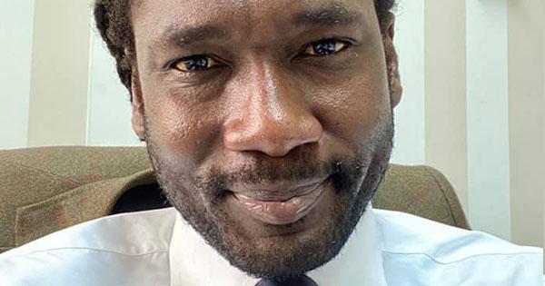 L'avvocato è di colore, il giudice chiede di esibire il ...