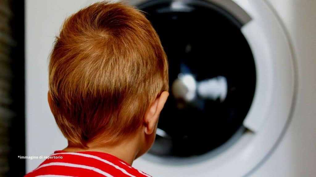 bimbo di 5 anni muore dentro la lavatrice