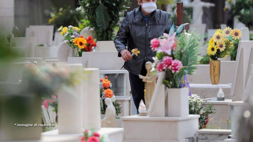 Scandalo al cimitero di Tropea, bare aperte e cadaveri distrutti