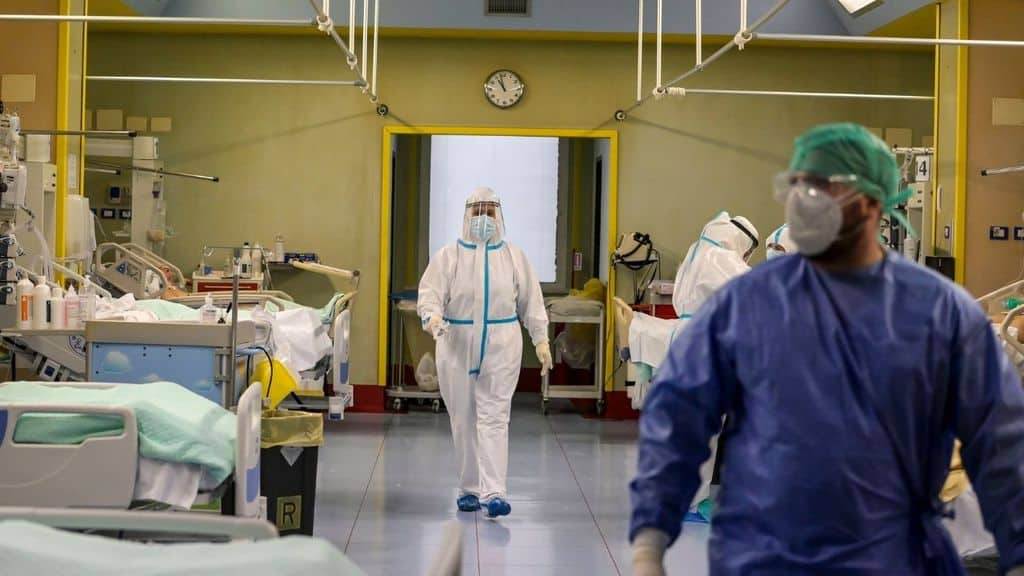 coronavirus un medico nel reparto di rianimazione