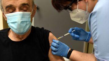 L'Asl di Napoli ha sospeso il vaccino per gli over 80 perchè mancano le dosi