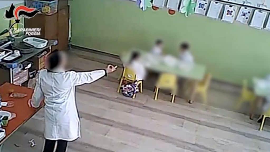 maestra maltratta alunni in una scuola materna di Foggia