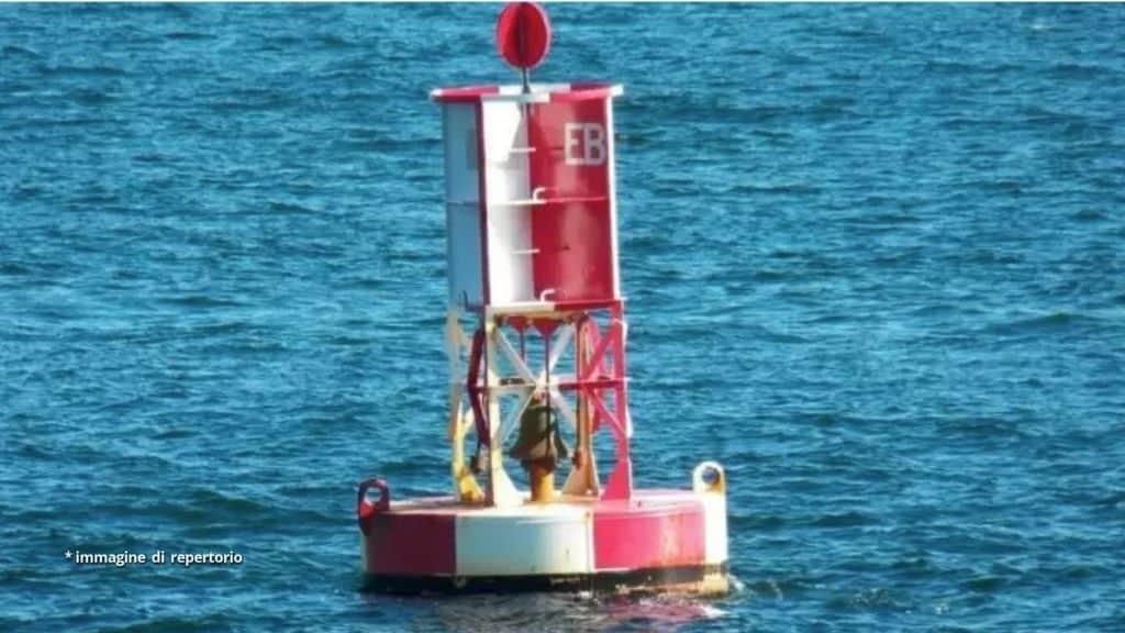 Un marinaio ha passato 14 ore aggrappato ad una boa in mezzo all'Oceano Pacifico