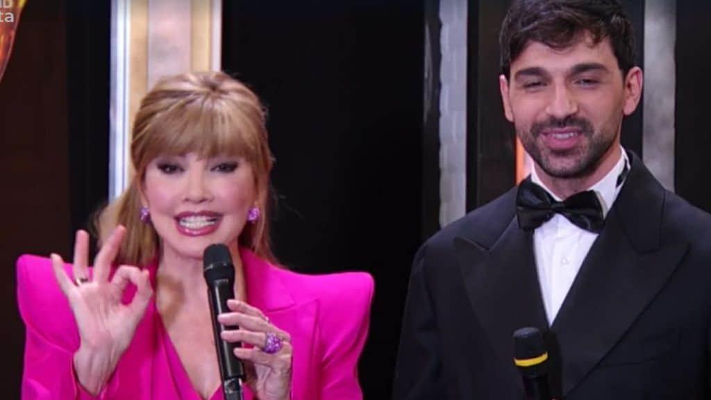 Milly Carlucci e Raimondo Todare nel Cantante Mascherato
