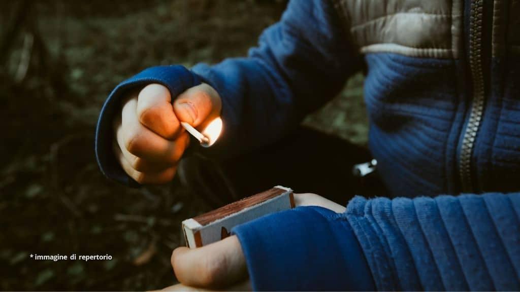 Un uomo di 28 anni è morto a causa di un fuoco d'artificio fatto in casa, creato per festeggiare la nascita del figlio