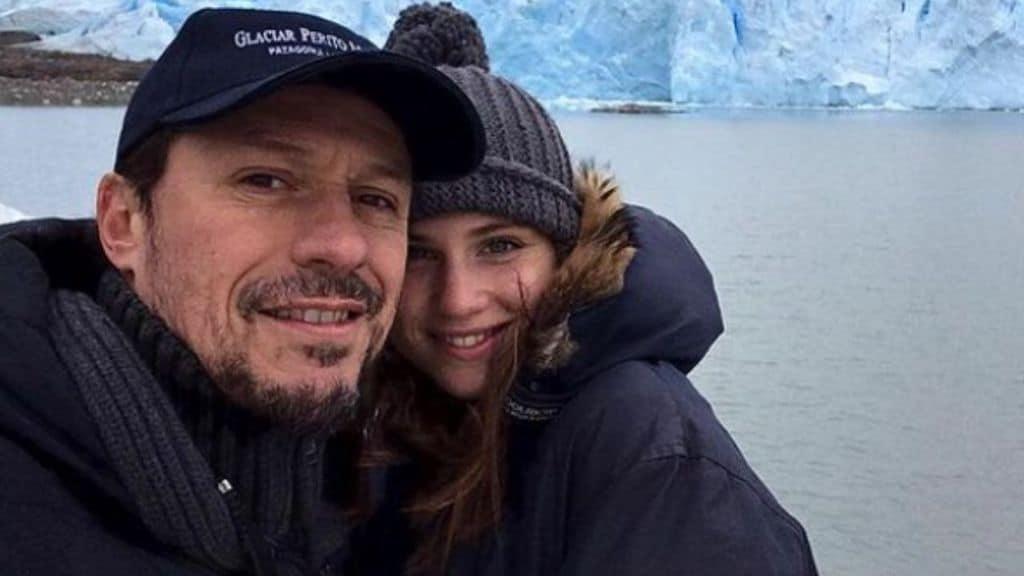 Bianca Vitali e Stefano Accorsi abbracciati