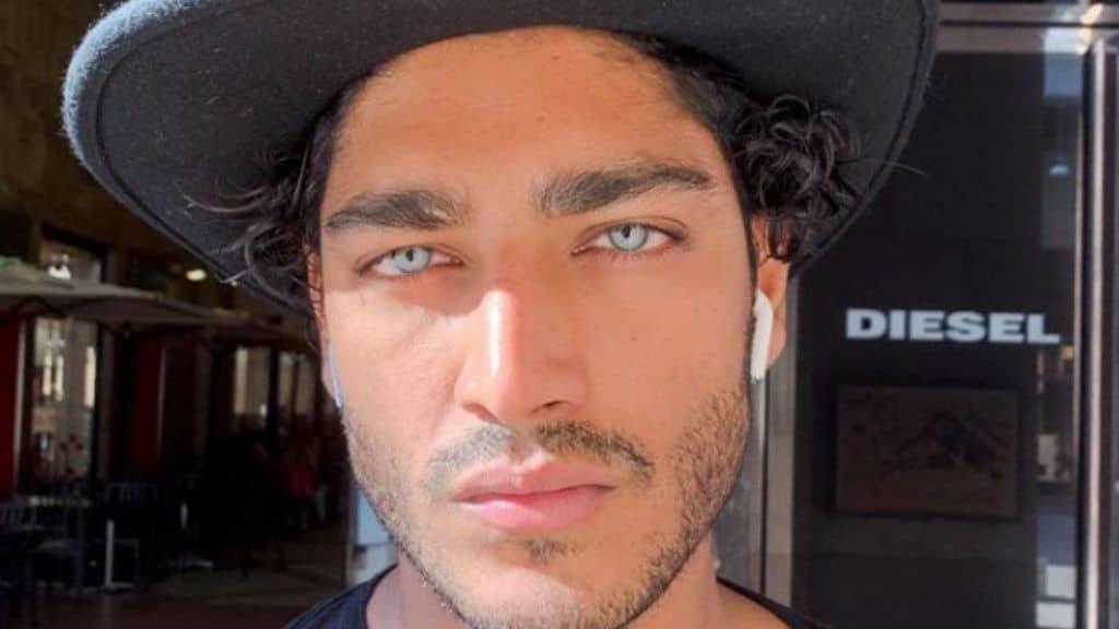 Akash Kumar, dopo il mistero sul nome i dubbi sul colore dei suoi occhi azzurro ghiaccio: il sospetto del