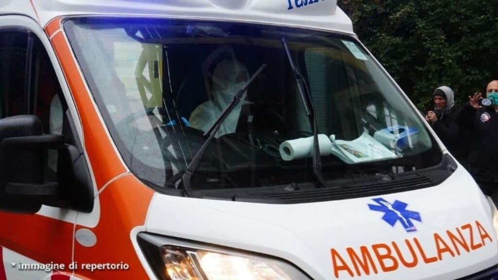 Bari, bimbo di 18 mesi investito per errore dall'auto del padre: arrivato morto in ospedale
