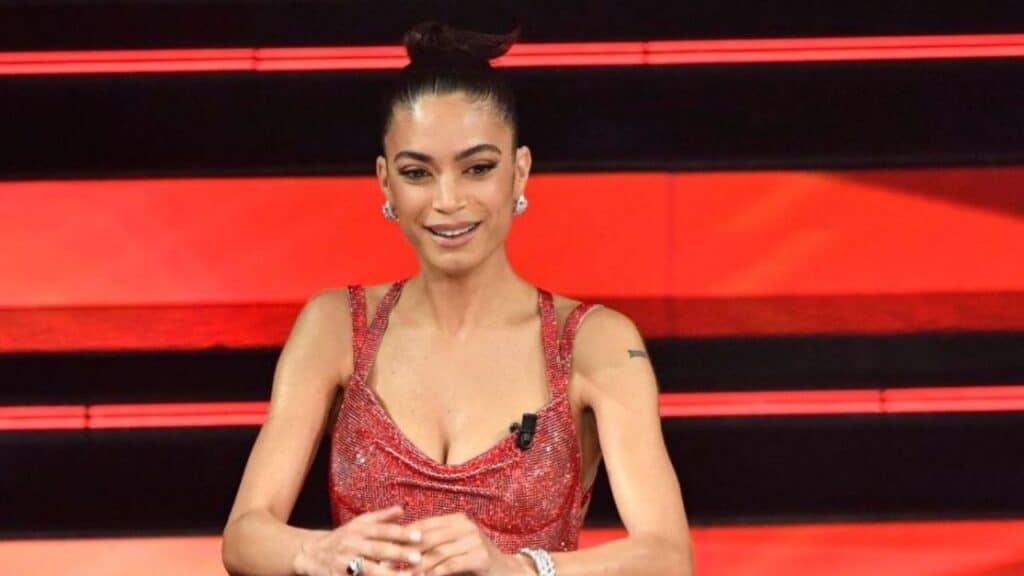 Elodie perde un orecchino sul palco di Sanremo: quanto costava il gioiello che ha scatenato il panico