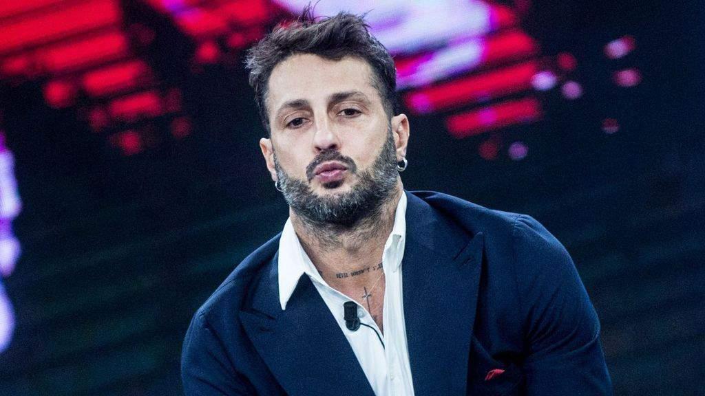 Fabrizio Corona denunciato per minacce ai magistrati: la denuncia contro Corona alla Procura di Brescia