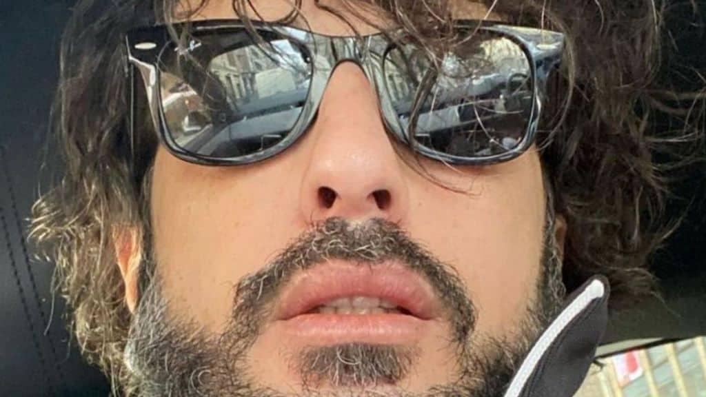 Fabrizio Corona torna in carcere, la brutale reazione su Instagram: Fabrizio Corona coperto di sangue, la furia contro i magistrati