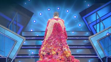 festival di sanremo fiorello entra con i fiori