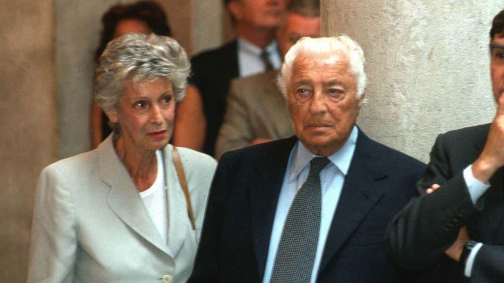 Marella Agnelli chi era la moglie di Gianni Agnelli: l'amore per l'arte, la fotografia, il giardinaggio. Icona di moda ed eleganza