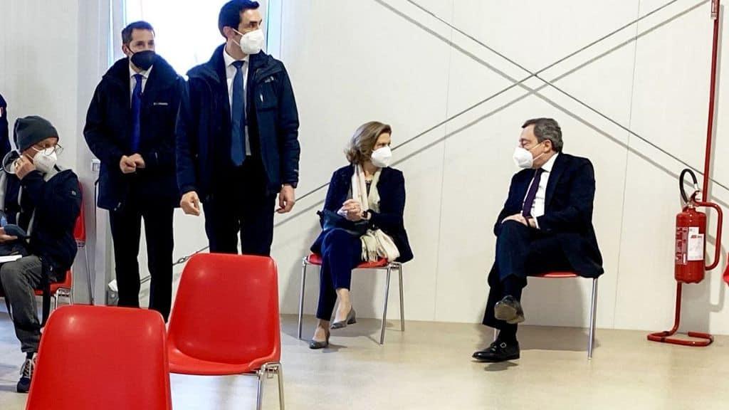 Mario Draghi e la moglie Serena vaccinati con Astrazeneca