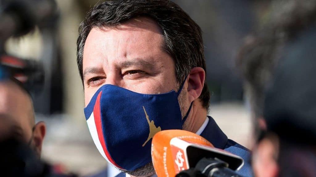 matteo salvini parla con i giornalisti