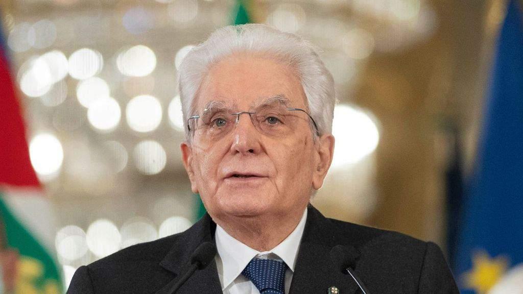 Sergio Mattarella minacciato di morte e insultato: scattano le perquisizioni in tutta Italia per le minacce al Capo dello Stato