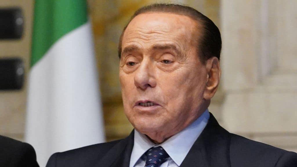 Silvio Berlusconi ricoverato in ospedale da lunedì: le condizioni di salute di Berlusconi