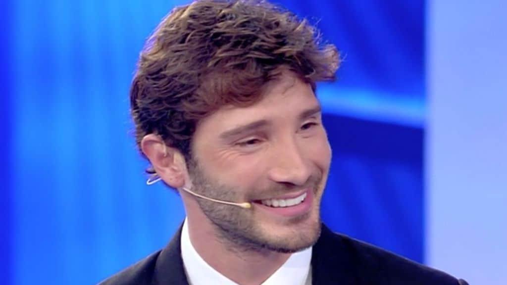 Stefano De Martino sarebbe pronto a tornare su Rai2: le voci sul nuovo show del conduttore