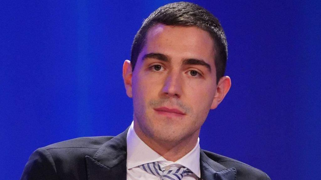 Tommaso Zorzi si esprime dopo l'ondata di critiche che lo ha travolto dopo la sua ospitata alla prima del Maurizio Costanzo Show insieme a Giorgia Meloni