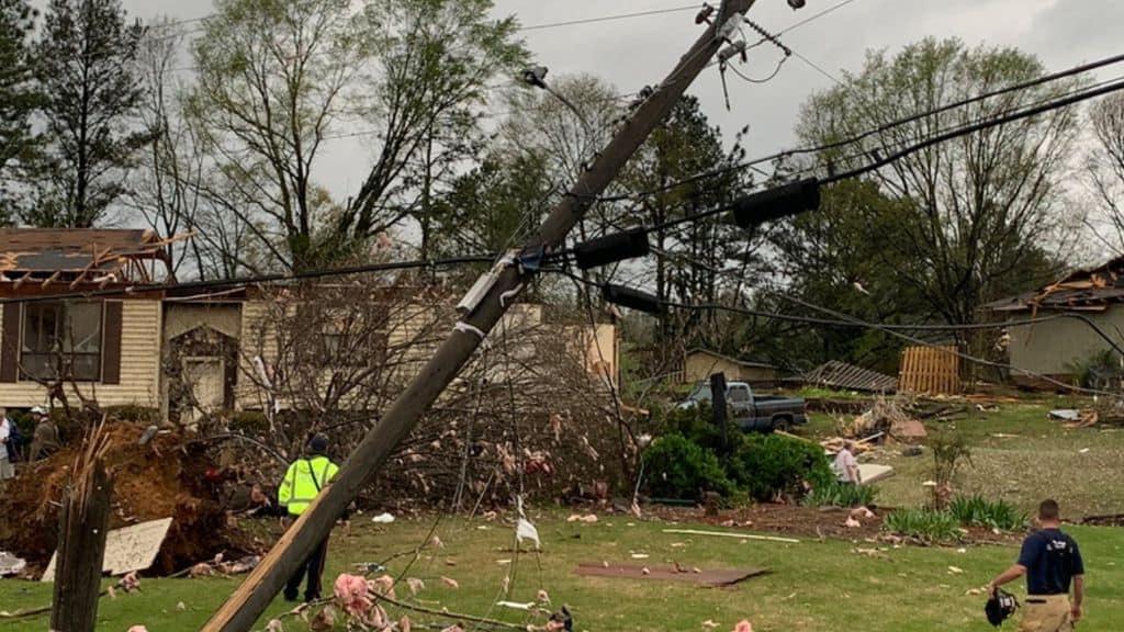 Violento tornado si abbatte sull'Alabama